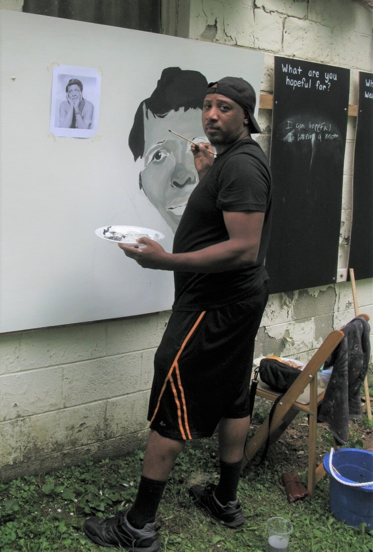 Billy Smith painting at event